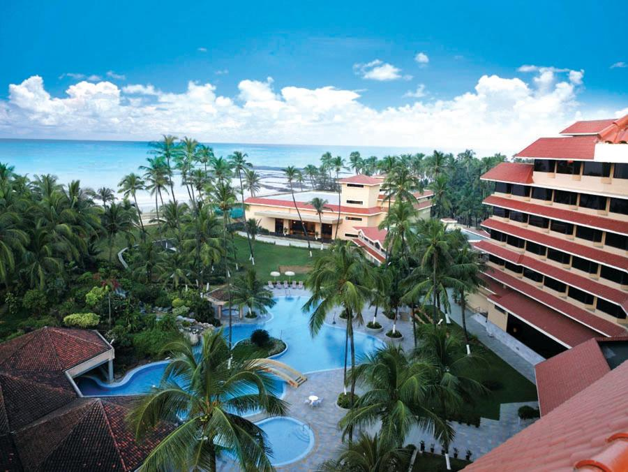 A view of the pool at The Retreat Hotel & Convention Centre or nearby