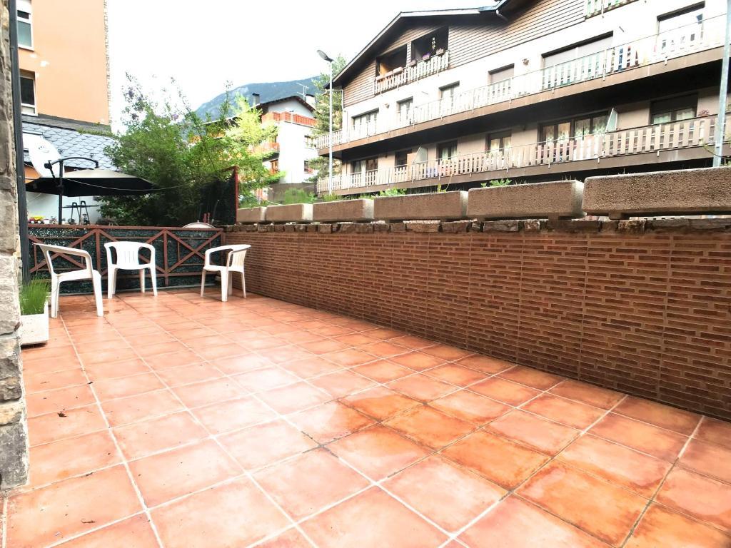 Apartamento para 6 con terraza en encamp grandvalira for Para desarrollar su apartamento con terraza