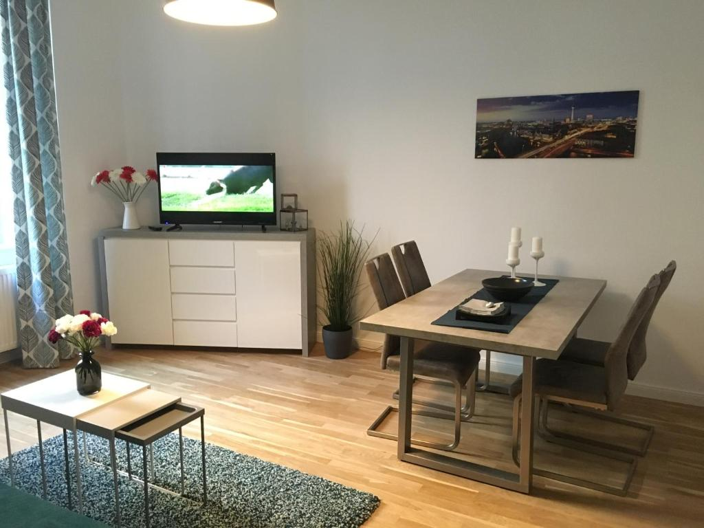 A television and/or entertainment center at Ferienwohnung Atze