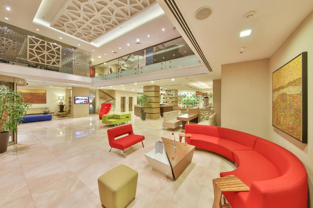 The lobby or reception area at Ramada By Wyndham İstanbul Taksim