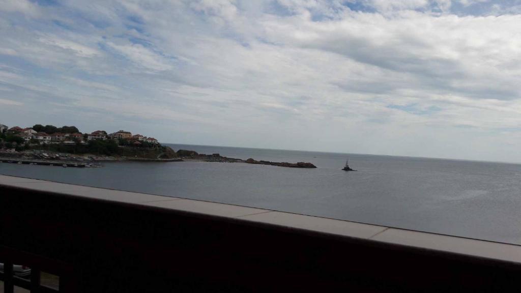 Къща за гости rental rooms with sea view/ стаи с морски изглед - Ахтопол