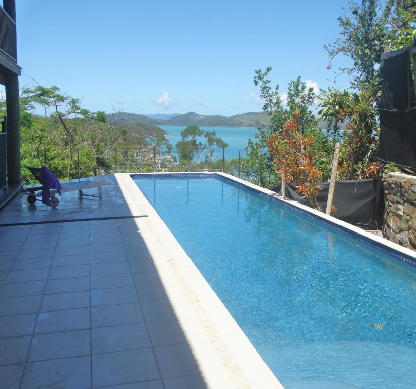 Harbor House Pool: Villa Malekula Beach House, Shute Harbour, Australia