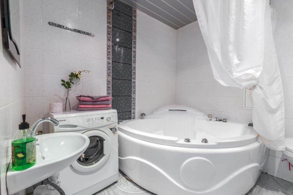 A bathroom at Luxcompany Apartment Krasnaya Presnya