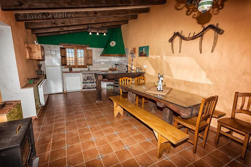 Una cocina o zona de cocina en Casa Rural El Llano Quintanilla