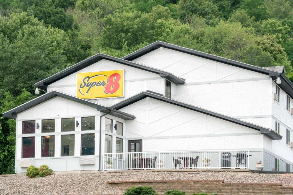 Motel Super 8 By Wyndham Winona Mn Mn Booking Com