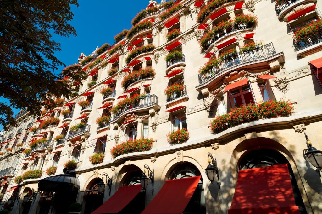Hotel Plaza Athenee Paris France Booking Com