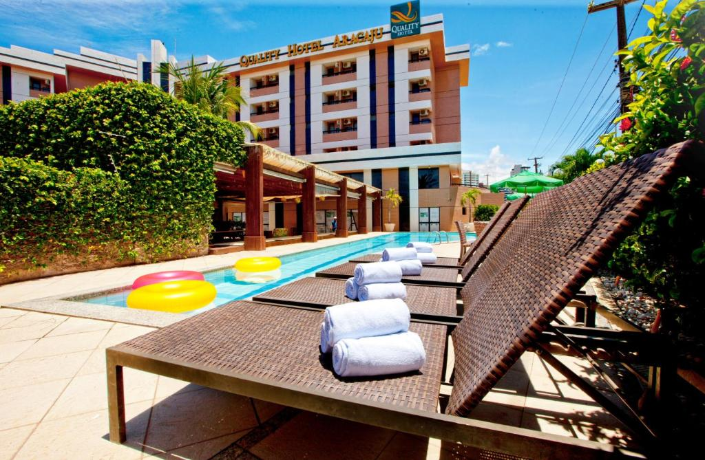 The swimming pool at or near Quality Hotel Aracaju