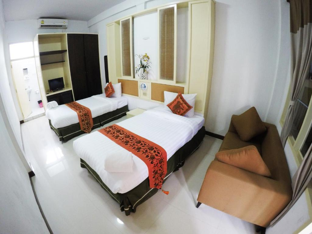 A bed or beds in a room at S2S Boutique Resort Bangkok