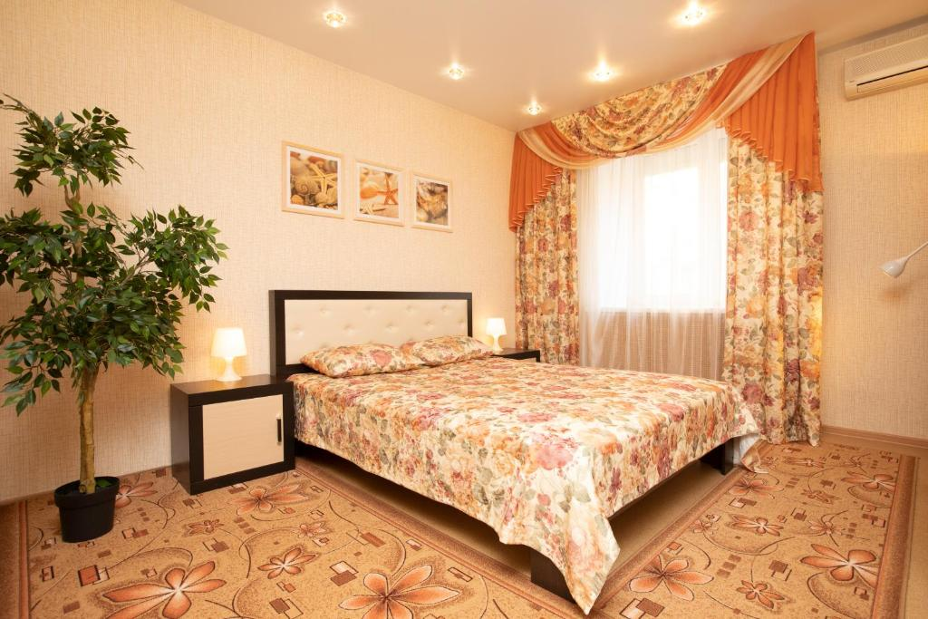 A bed or beds in a room at MINNINN аппартаменты у Кремля