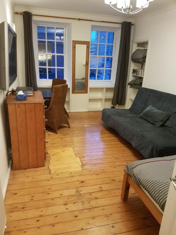 2 Bedroom Central Edinburgh Flat Sleeps Upto 8 Edinburgh Updated