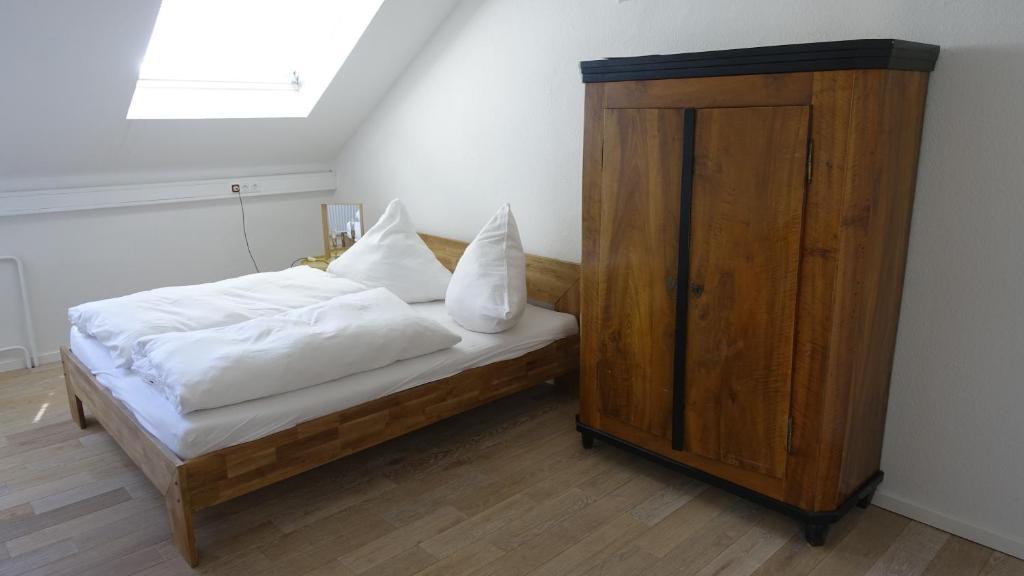 Postel nebo postele na pokoji v ubytování Kulturzentrum Häselburg