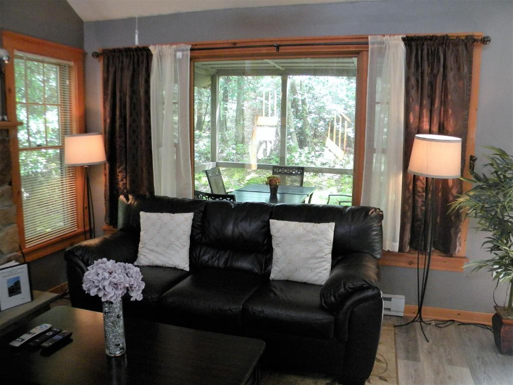 Vacation Home Poconos Getaway Home by Camelback, Tannersville, PA