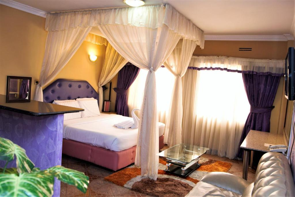 A bed or beds in a room at Bienvenue Delta Hotel