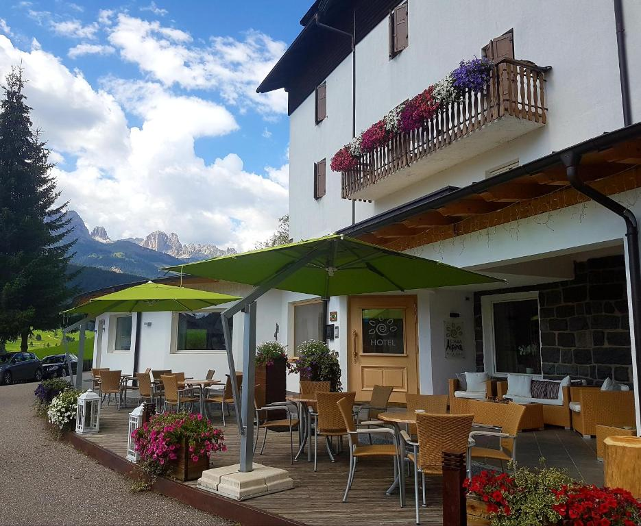 A restaurant or other place to eat at Ciasa Alpina Relax Hotel