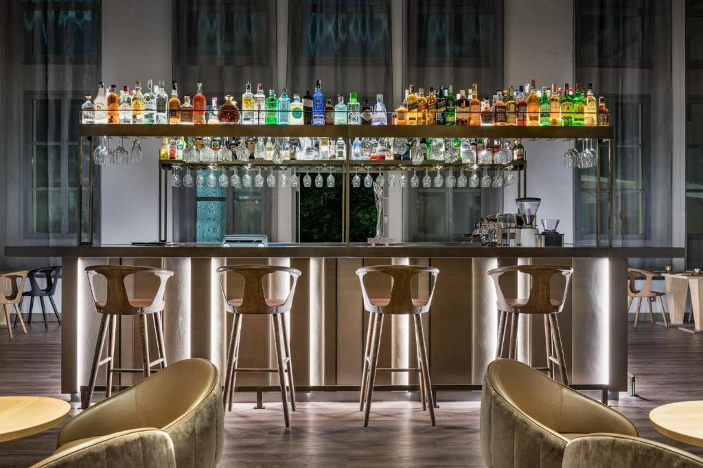 The lounge or bar area at AC Hotel Torino, a Marriott Lifestyle Hotel