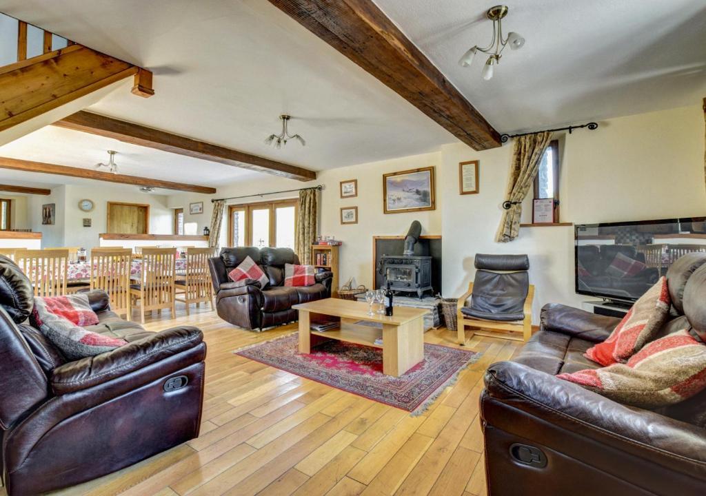 A seating area at Ysgubor y Mynydd
