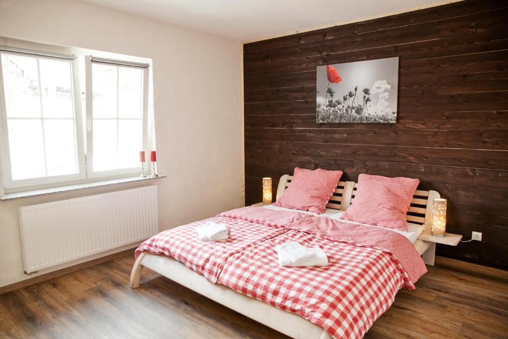 A bed or beds in a room at Landhaus im Rinnetal