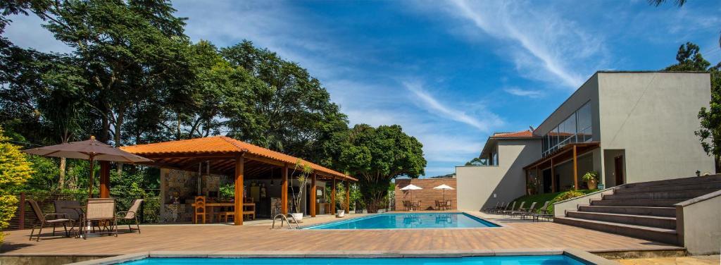 Der Swimmingpool an oder in der Nähe von Pousada Recanto das Araras