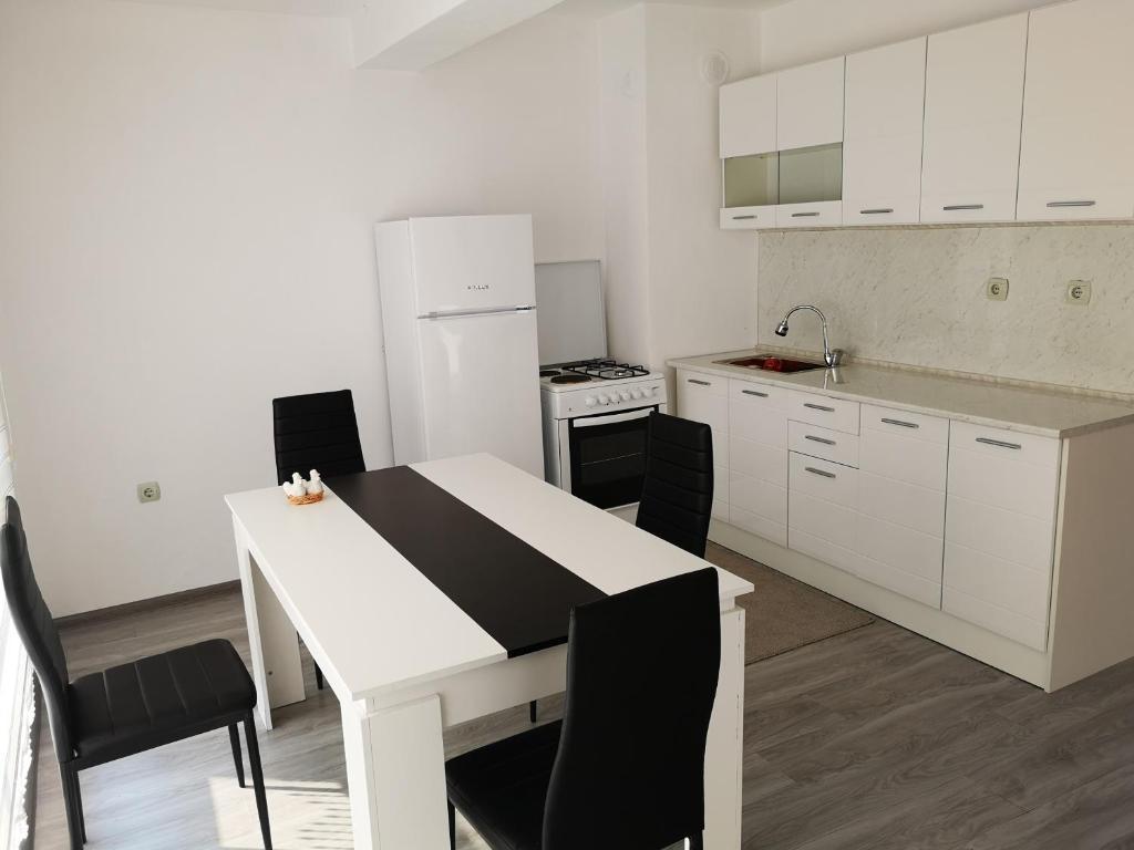 Апартамент Bright 220sq metres top floor apartment - Кърджали