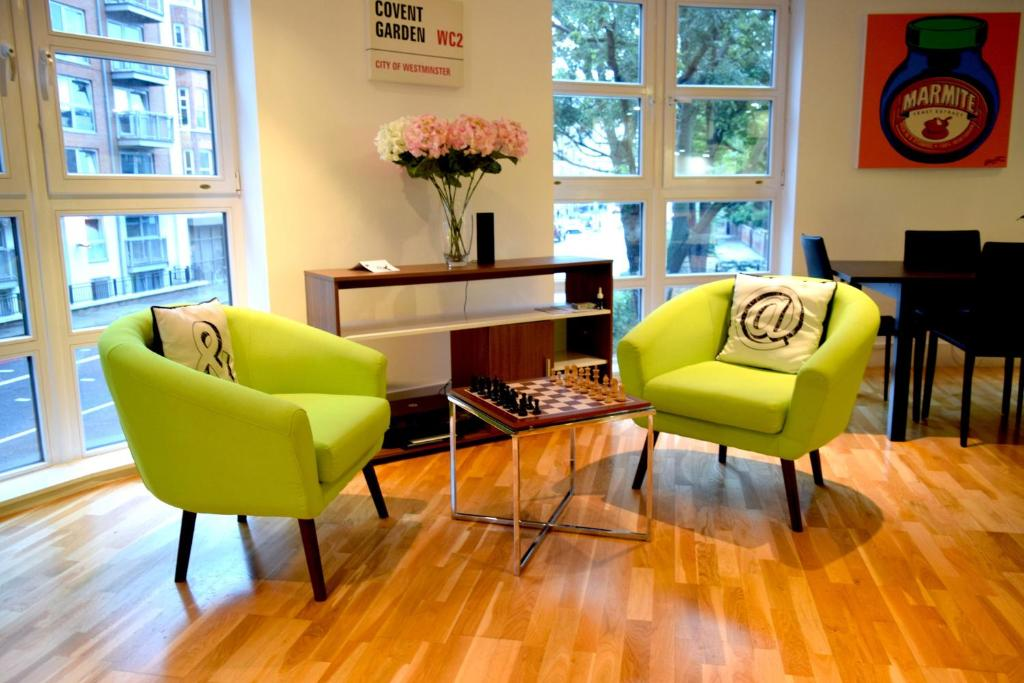 A seating area at Elegant 3 Bedrooms Apartment in Pimlico Townhouse