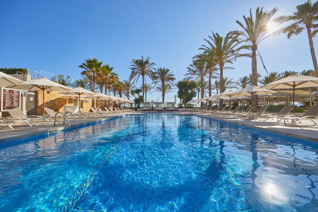 The swimming pool at or close to Hotel Playa Golf
