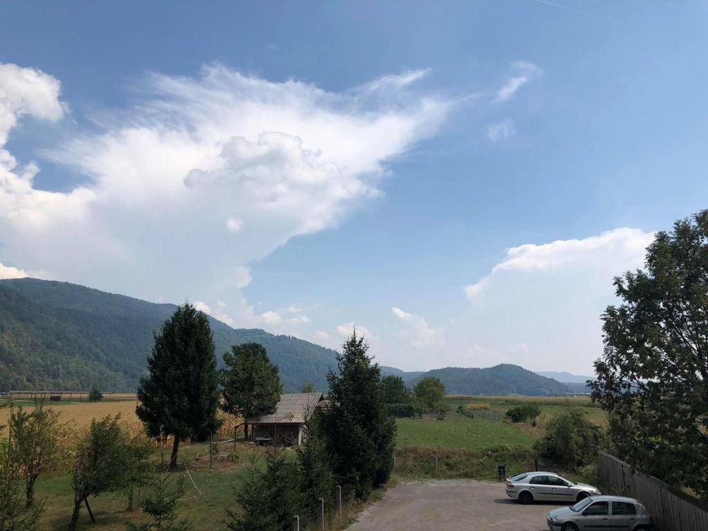 Splošen pogled na gorovje oz. razgled na gore, ki ga ponuja apartma