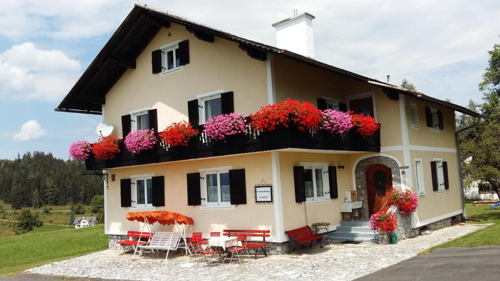 Apartment Enzianhof Plesch Sankt Pankrazen Austria Bookingcom