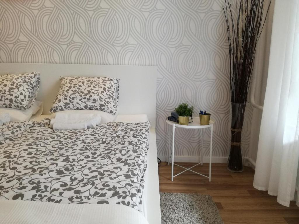 A bed or beds in a room at Blue Box Apartment