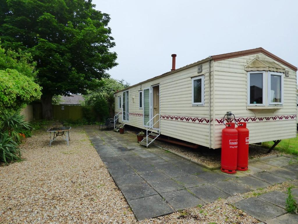 Caravan Hire at Sunnydale, Saltfleet – Updated 2018 Prices on briarwood mobile home park, brentwood mobile home park, georgetown mobile home park, sunnyside mobile home park, paradise mobile home park, hamilton mobile home park,