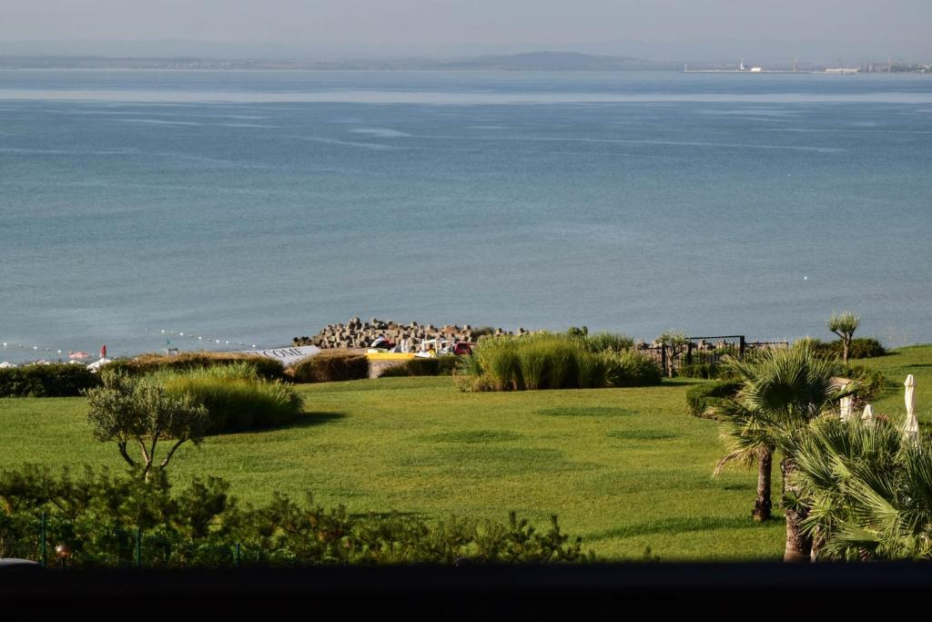 Апартамент Sea Club Sarafovo Апартаментs - Бургас