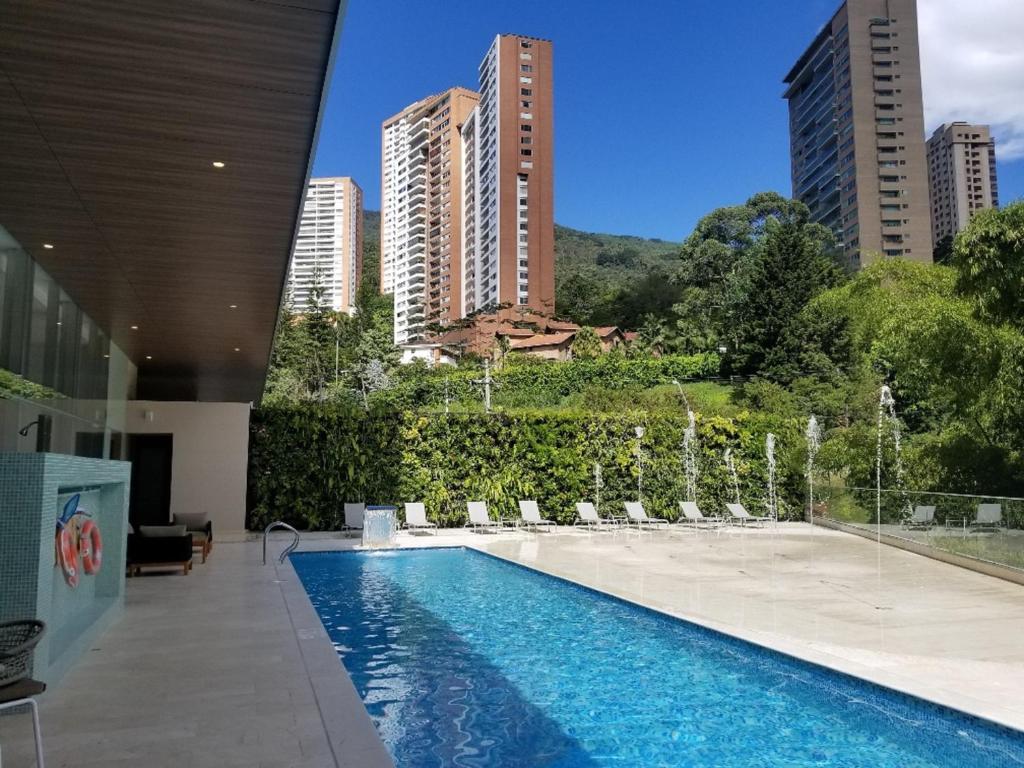 Estelar La Torre Suites tesisinde veya buraya yakın yüzme havuzu