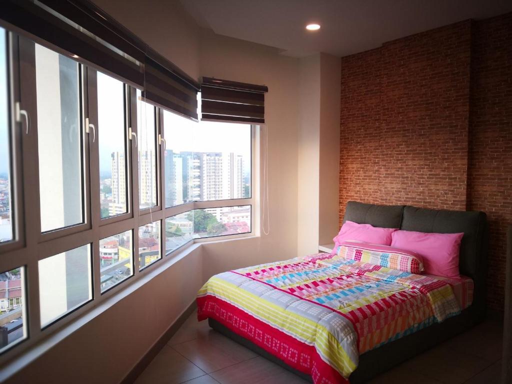 Katil atau katil-katil dalam bilik di Octagon 16 Guest House