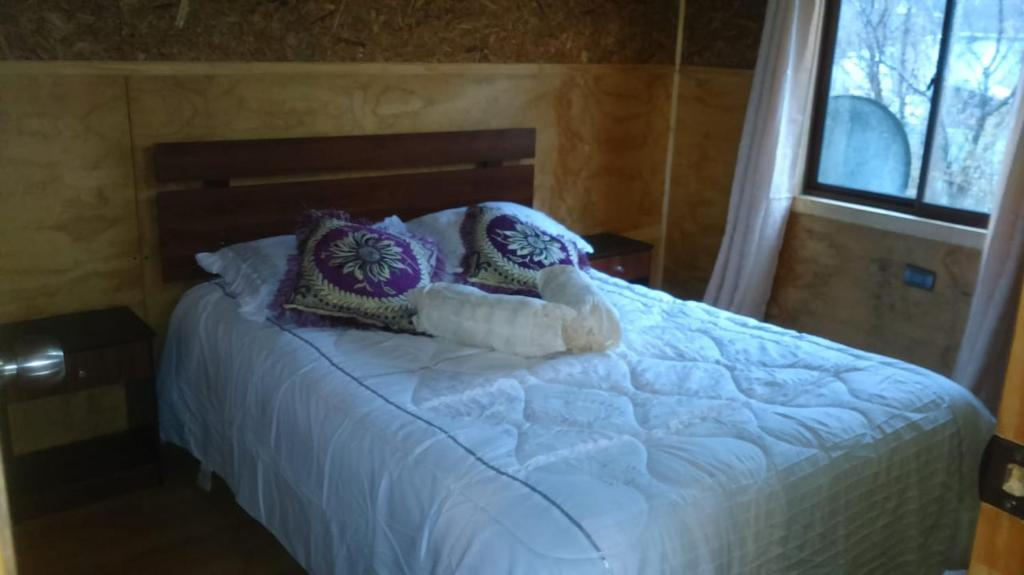 A bed or beds in a room at Hostal Scarlett