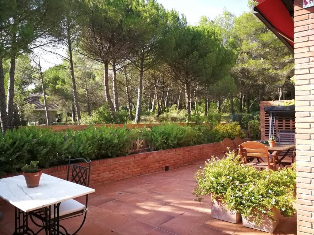 CASA EN BEGUES entre Barcelona y Sitges, Begues – Prezzi ...