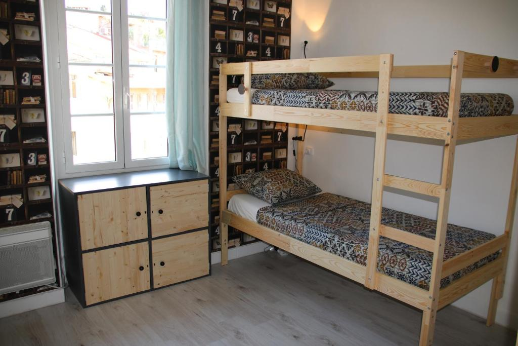 A bunk bed or bunk beds in a room at Garibaldi Bed and Breakfast