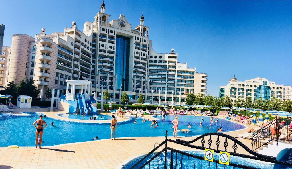 Апартамент Luxury Sunset Resort - Поморие