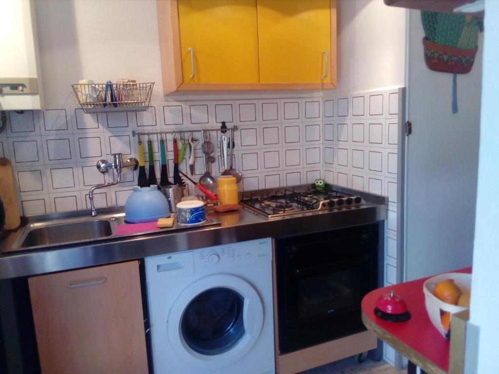 appartamento arredato con cucina per soggiorni brevi e lunghi ...