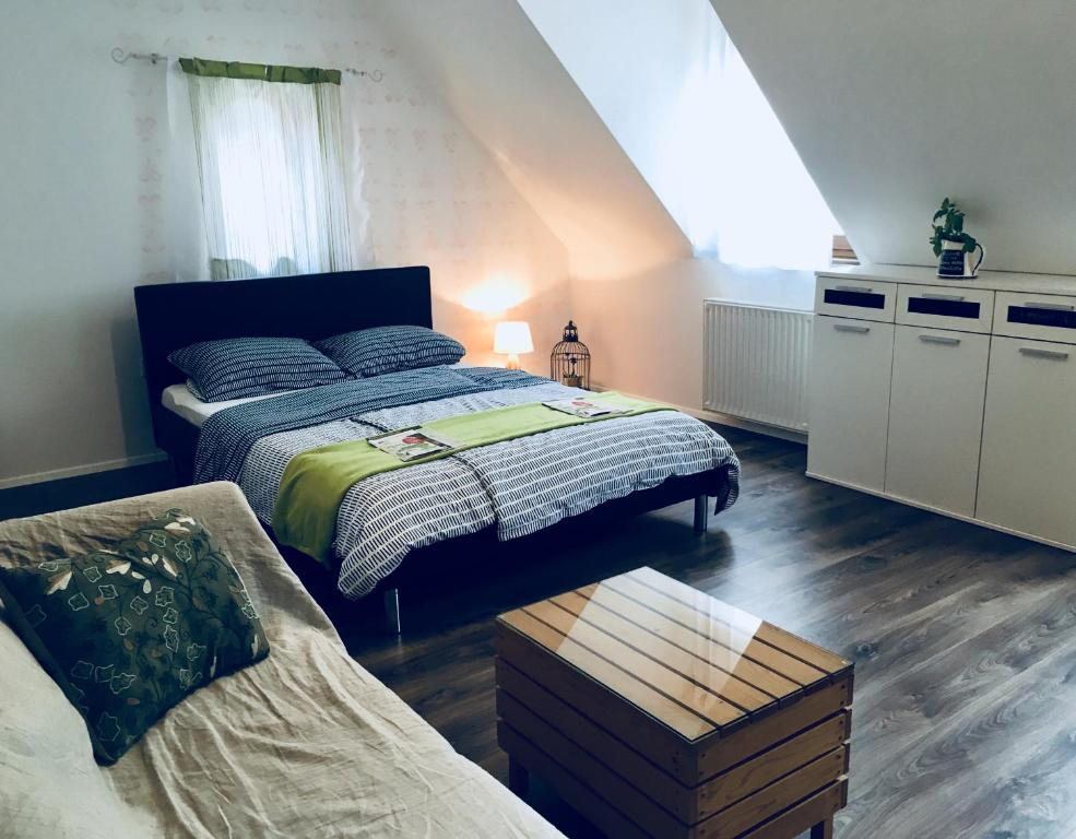 Postelja oz. postelje v sobi nastanitve Urban herbs apartment