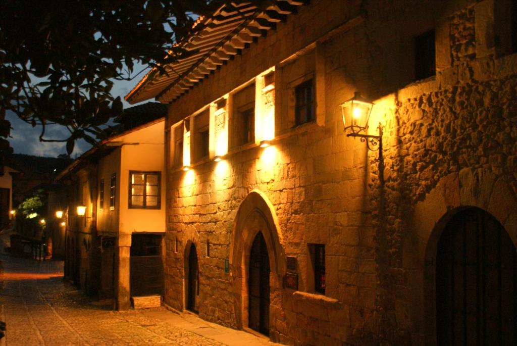 boutique hotels in santillana del mar  4
