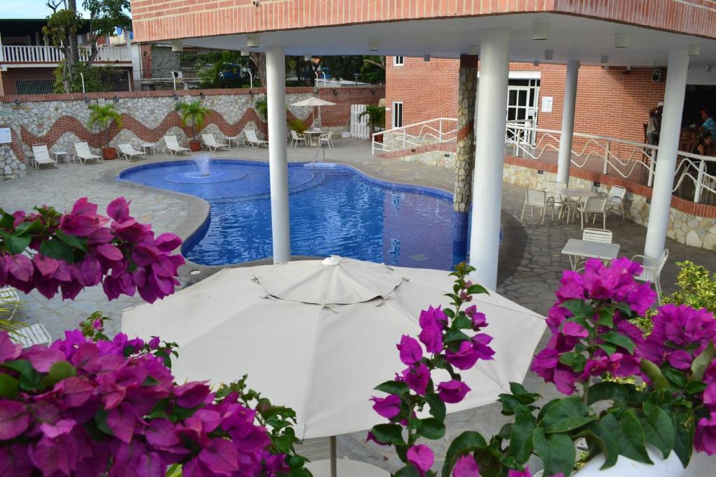 Бассейн в Hotel Villa Playa Grande или поблизости