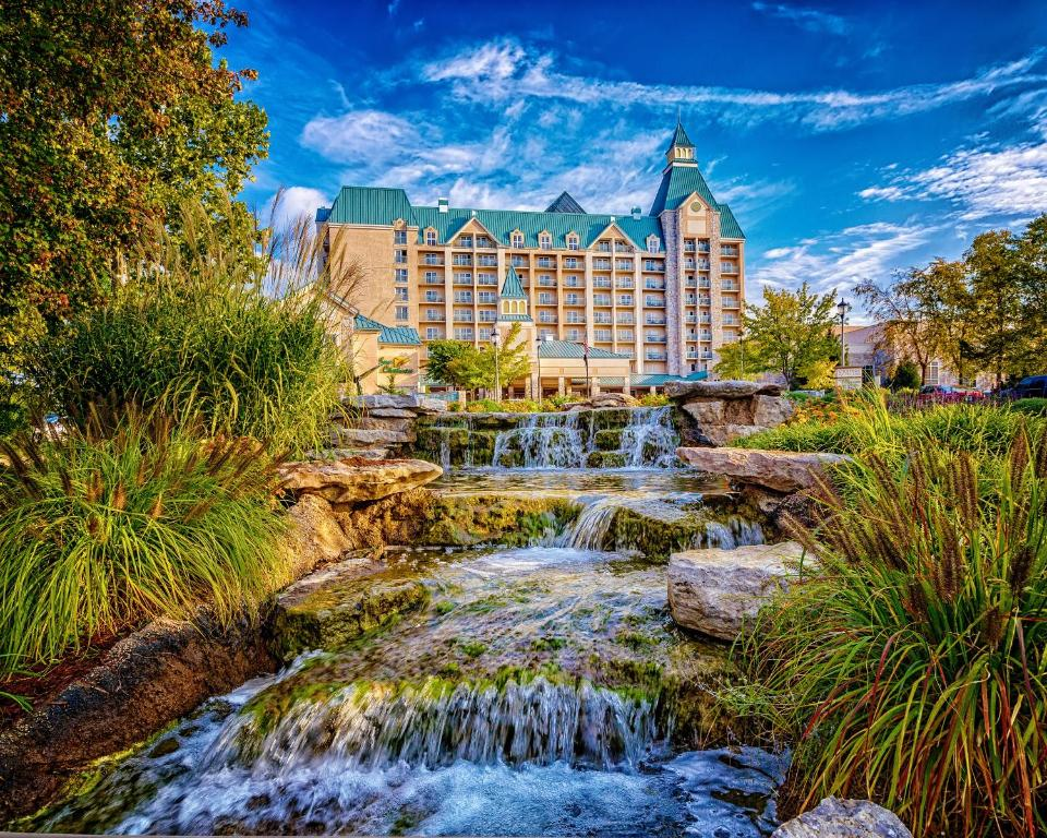Resort Chateau On The Lake Spa Branson Mo Booking Com