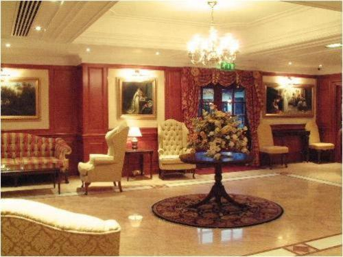 The lobby or reception area at Barn Hotel London Ruislip