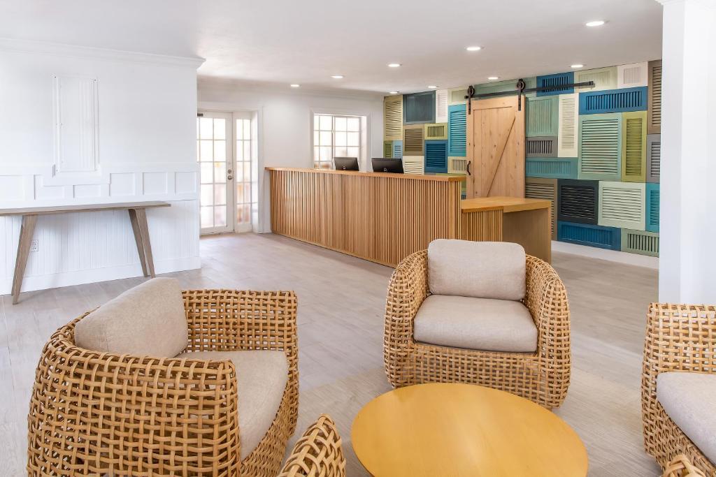 days inn and suites islamorada fl. Black Bedroom Furniture Sets. Home Design Ideas