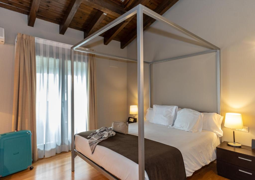 boutique hotels in llivia  47
