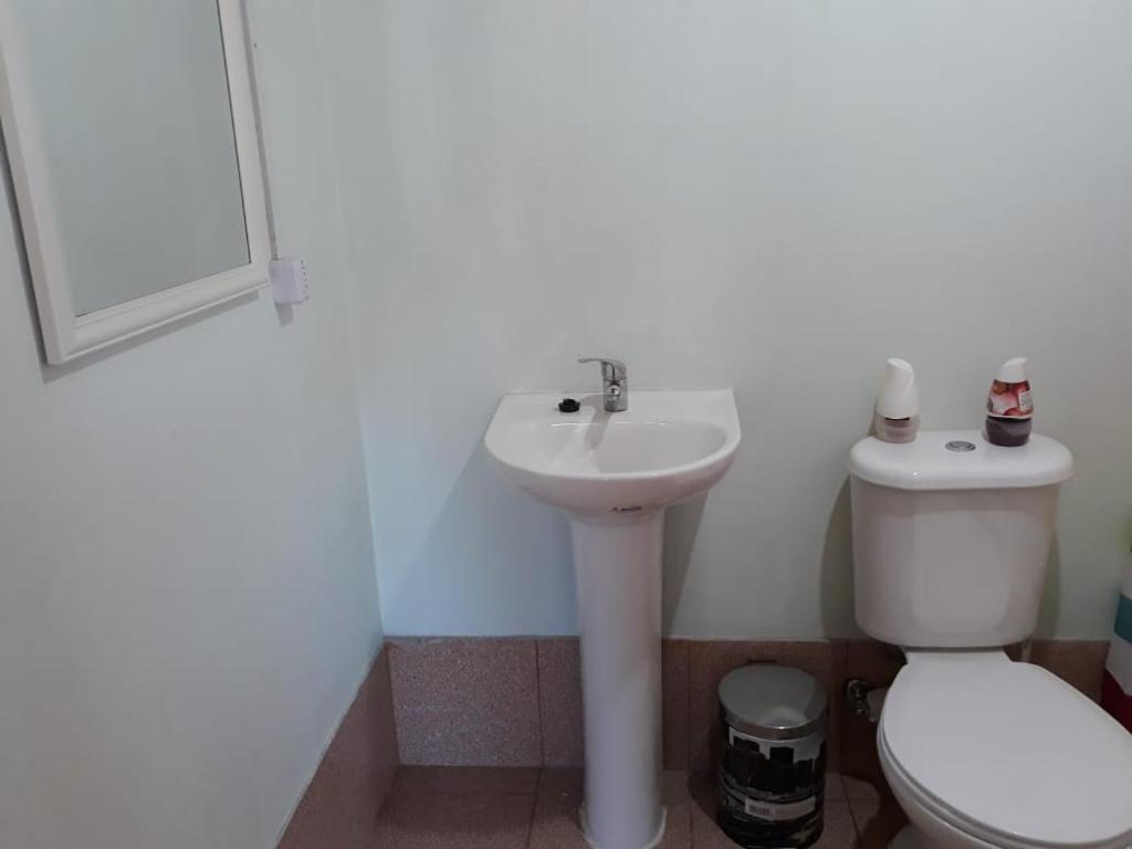 A bathroom at Cabañas la Estrella