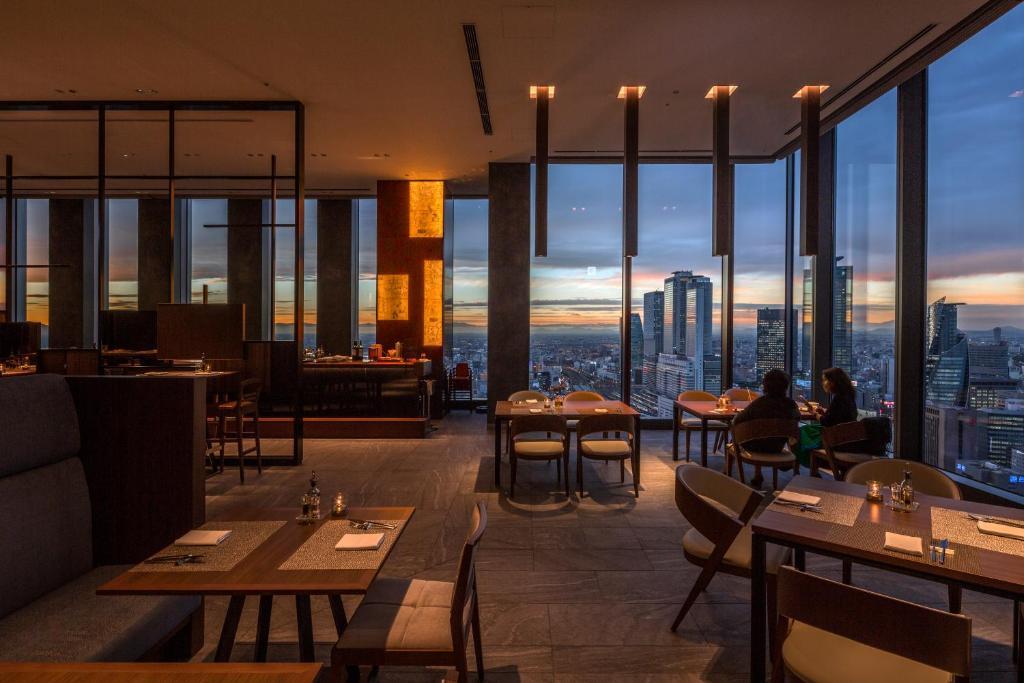 ポイント2. 夜景に囲まれたレストラン「Sky Dining 天空」