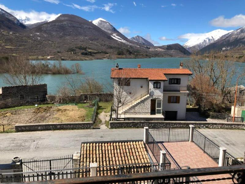 Apartment Casa sul Lago Parco Nazionale d\'Abruzzo - House on the ...