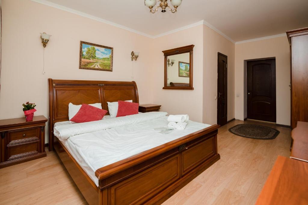 Кровать или кровати в номере Azat Hotel
