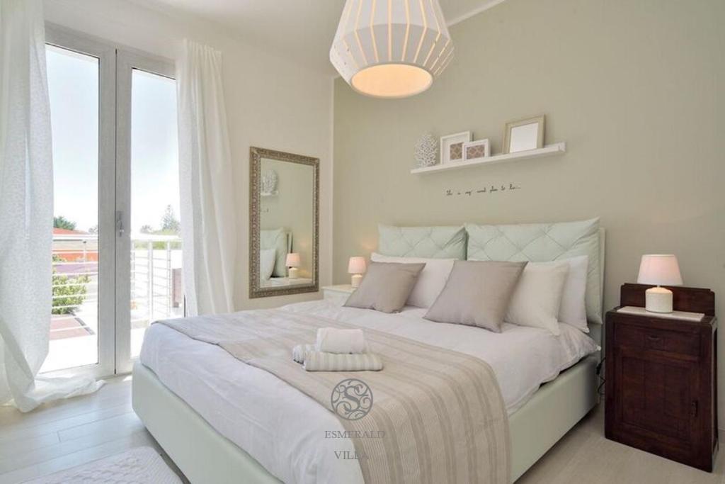 Ein Bett oder Betten in einem Zimmer der Unterkunft Ali Luxury House