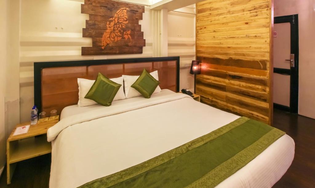 Treebo Beach Box Hotel Baga India Booking Com